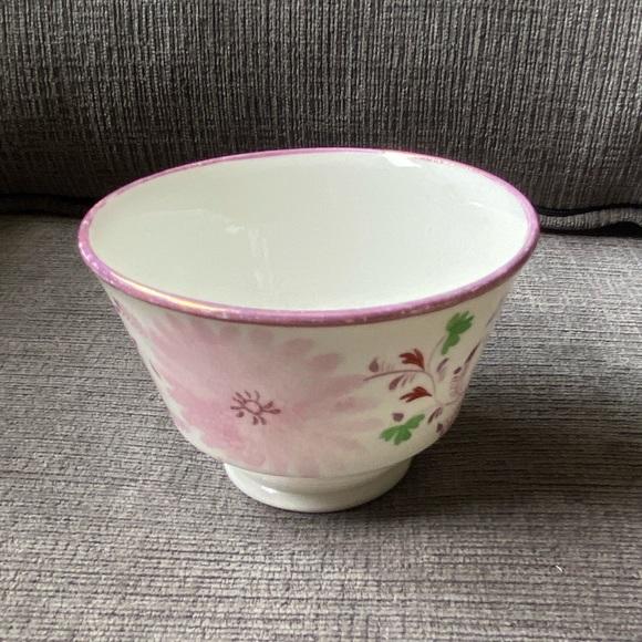 Vtg ceramic cup/bowl with light purple flower